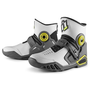 Icon Accelerant Boots (Color: White / Size: 10) 1058727