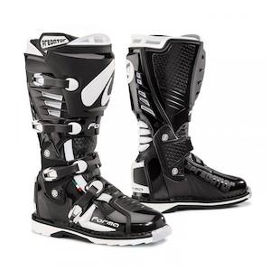 Forma Predator Boots (Color: Black / Size: 45)